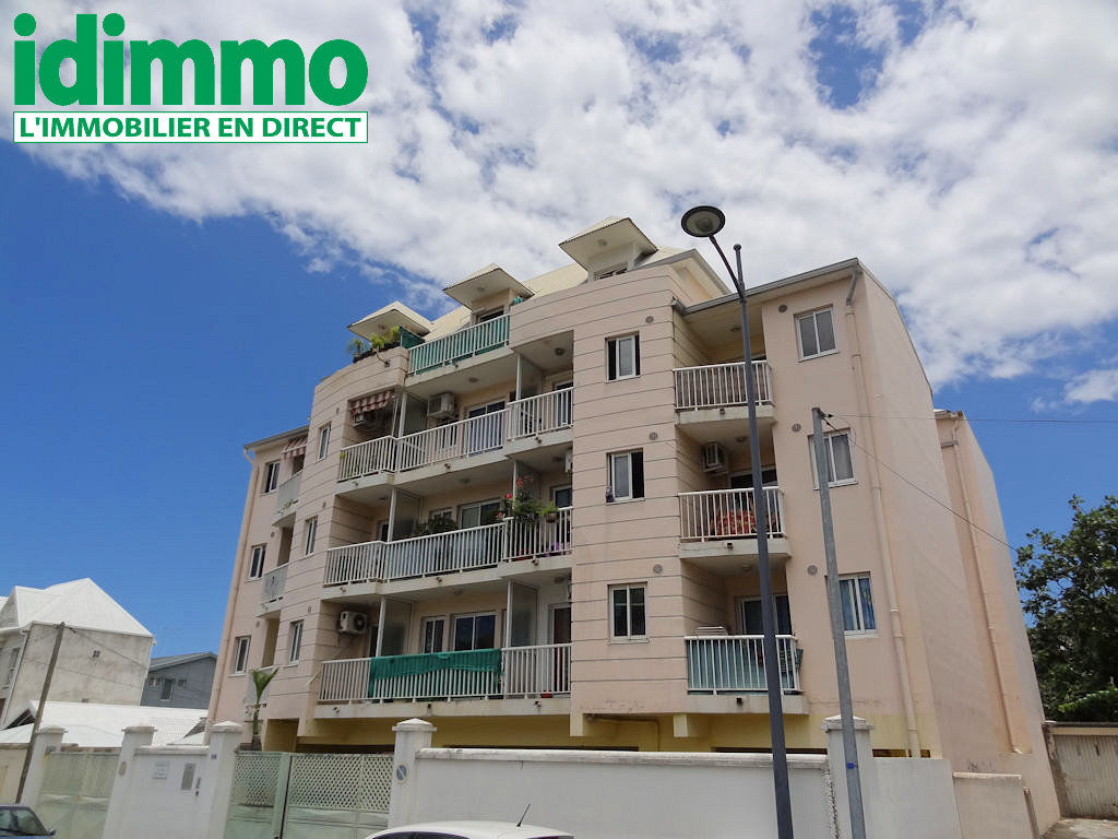 IDIMMO: St Denis Centre, Appt T1 22m² SU avec balcon et vue mer au dernier étage !