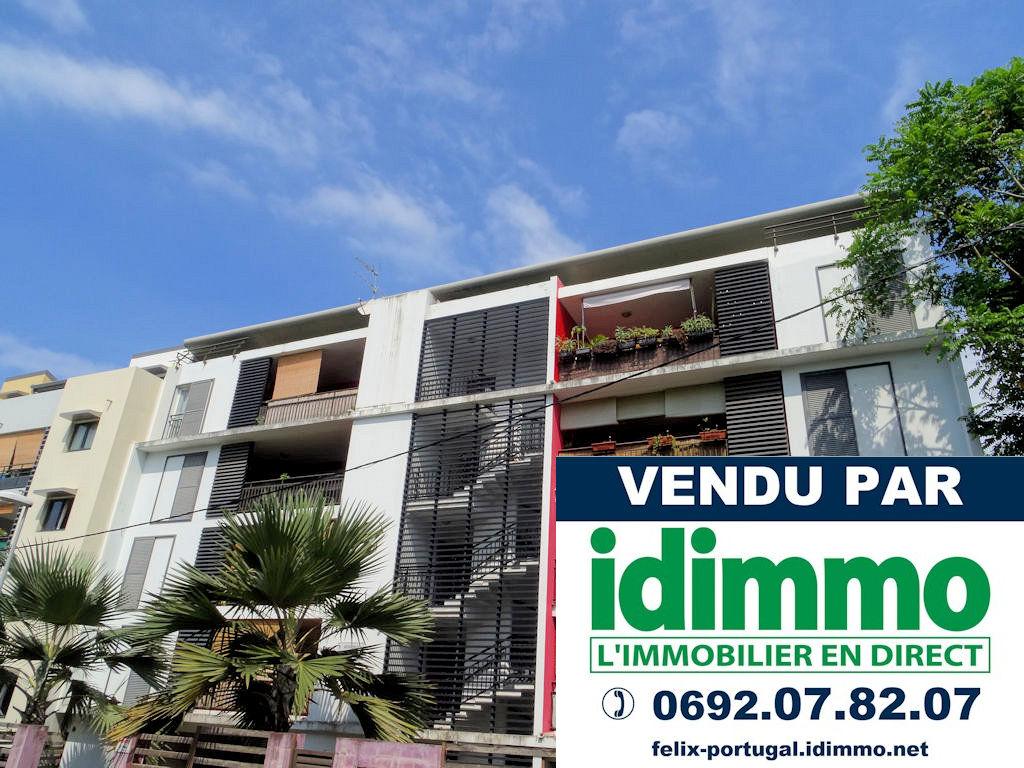 IDIMMO : Ste Clotilde Moufia, Appt T2 en dernier étage, 52m² SU, avec PK !