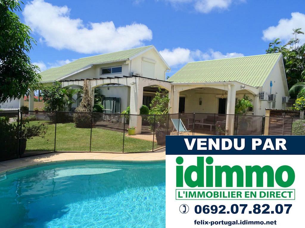 DÉJÀ VENDU PAR IDIMMO:  Ste Clotilde Clinique, villa T75/6 de 250m² SU sur terrain 940m² avec piscine !