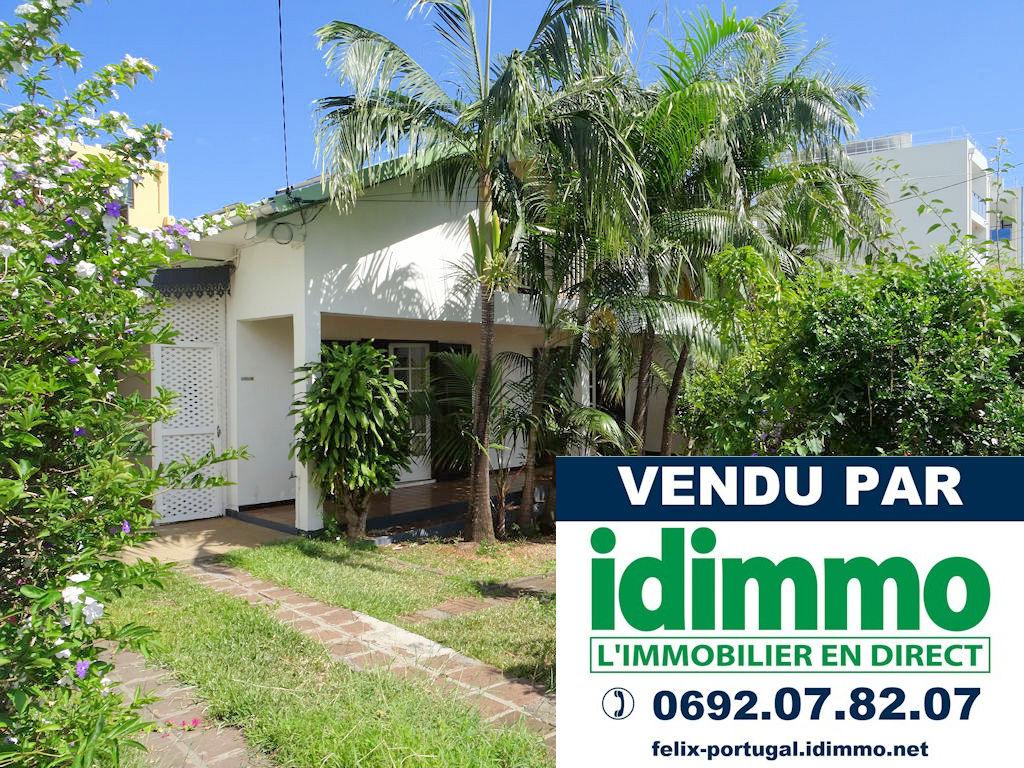 DÉJÀ VENDU PAR IDIMMO: Ste Clotilde centre, Spacieuse villa T6 de 184m² sur terrain 540m² !