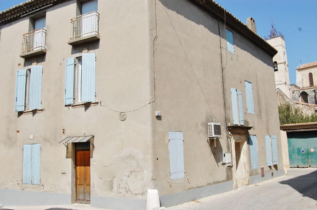 Maison de ville de rapport 380 m² à St Gilles