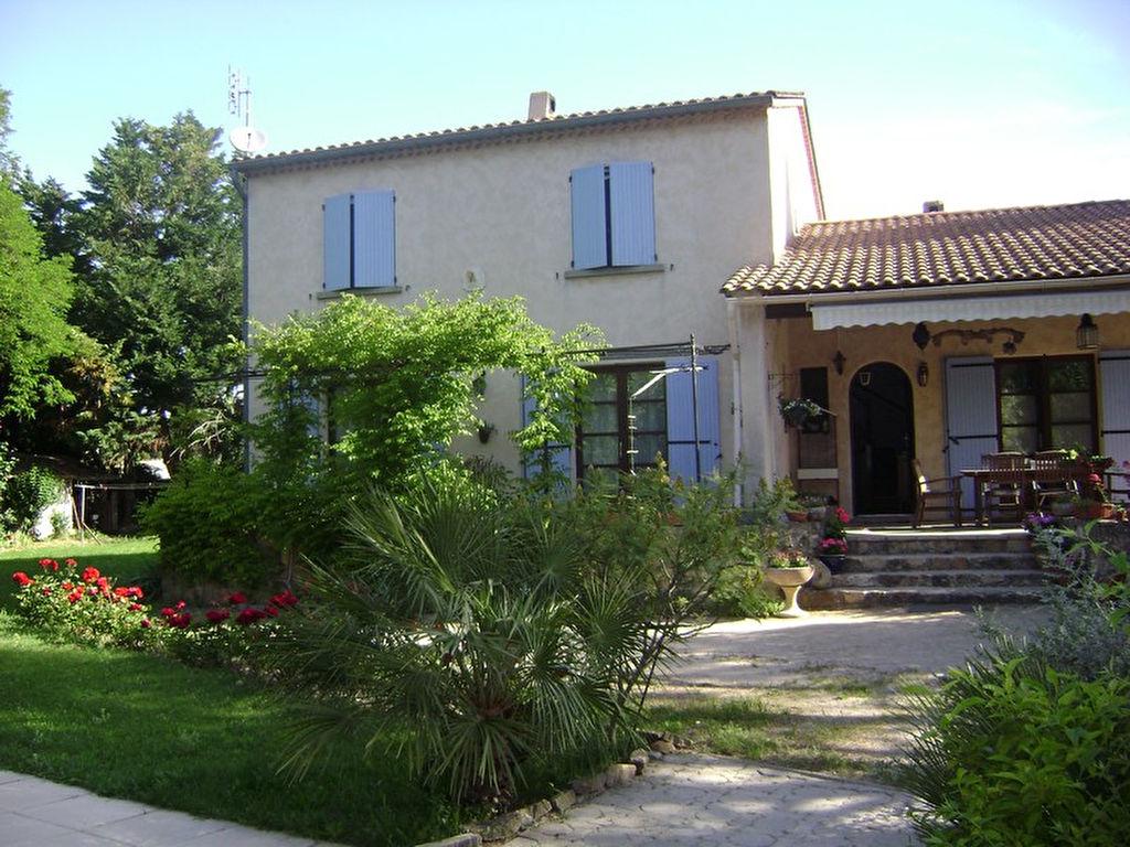 Villa Mondragon 6 pièce(s) 145 m2