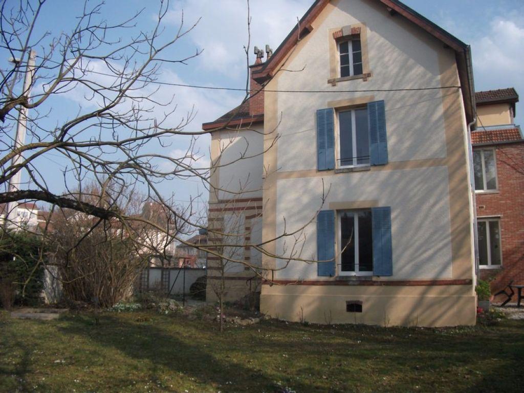 Maison de rapport  à Châtillon sur seine  21400 cote d'or avec terrain  composée de trois locations