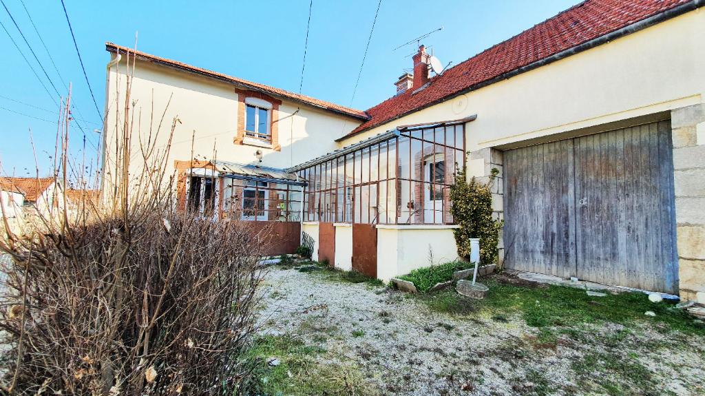 Maison proche de chatillon sur seine( 3 km) 21400 cote d'or. avec  4000 m² de terrain
