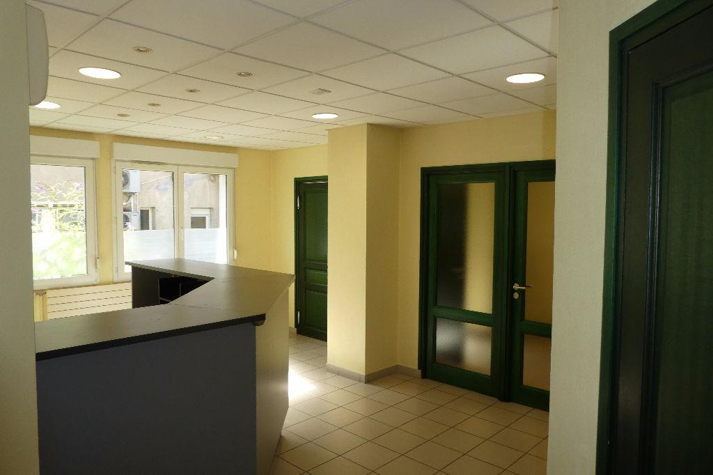 Cabinet médical sans travaux  au centre ville   de Chatillon Sur Seine  21400 Côte d'or  de 169m² avec garage