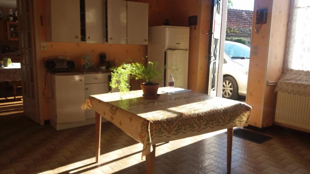 Maison de village de 160 m²  habitable entre Châtillon sur seine 21400 cote d'or et Chaumont Haute marme  avec grange  attenante