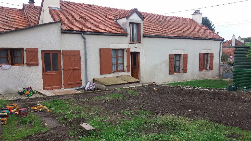 Maison de village a Chamesson 21400 Cote d'or avec terrain clôt  sans gros  travaux avec grenier aménageable de 60m²
