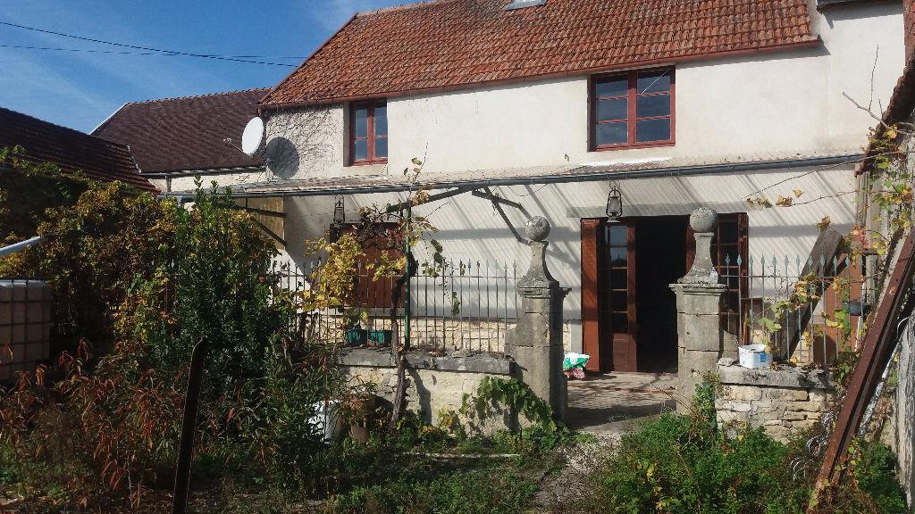 Maison de famille 21330 cote d'or proche de Châtillon sur seine  avec  1600 m² de  terrain et dépendances.
