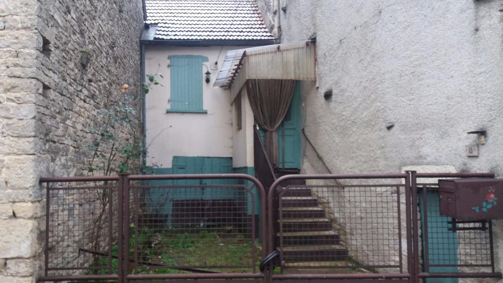 Maison de village a Gommeville 21400 cote d'or avec dépendances sans gros travaux avec jardin .