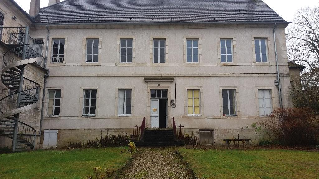 Ancien Tribunal de Châtillon sur seine 21400 cote d'or avec 480 m² et terrain