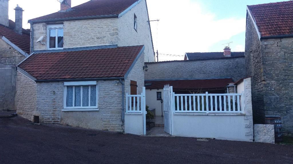 Belle maison de campagne  avec grange et terrain non attenant (10 m)  a  5 minutes de Châtillon sur seine  cote d'or 21400