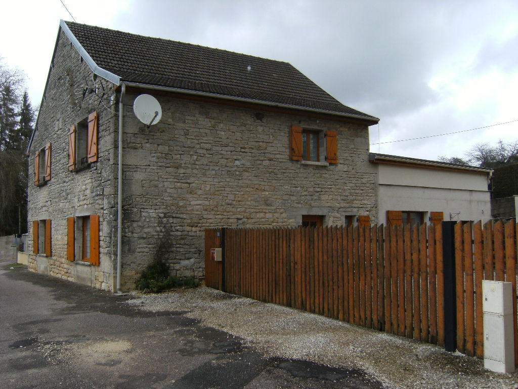 Maison  de 180m² rénovée  avec cour et terrasse  a 7 minutes de Châtillon sur seine 21400 cote d'or