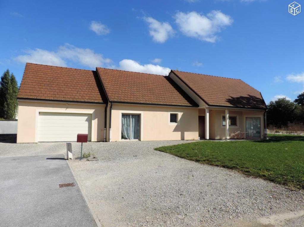 Magnifique plain pied de  220 m²  dont 170  m² habitable avec terrain 780 m²  et garage de 50m² a Chatillon sur seine  21400 cote d'or