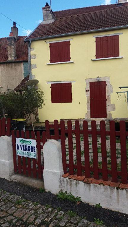 Maison  de village avec cour et garage a  Recey Sur Ource  21290 cote d'or