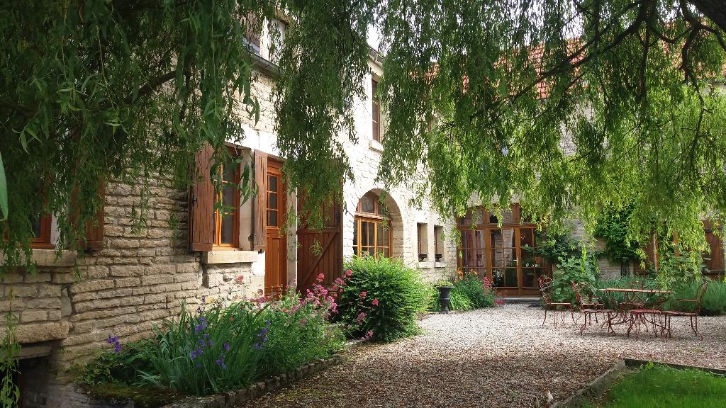 Belle demeure   de 300m²  avec terrain cote d'or 21500 Montbard gare tgv Paris  1h 15
