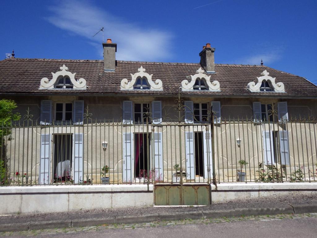 Maison  7 pièce(s) 240 m2 21400 Chamesson (Proche Châtillon sur seine) avec terrain clot 2700m²