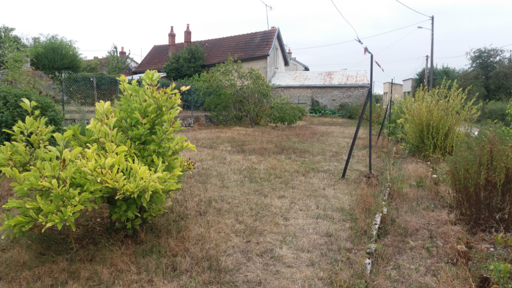 Maison de village a  Sainte Colombe Sur Seine 5 pièce(s) 100 m2 avec garage et terrain non attenant