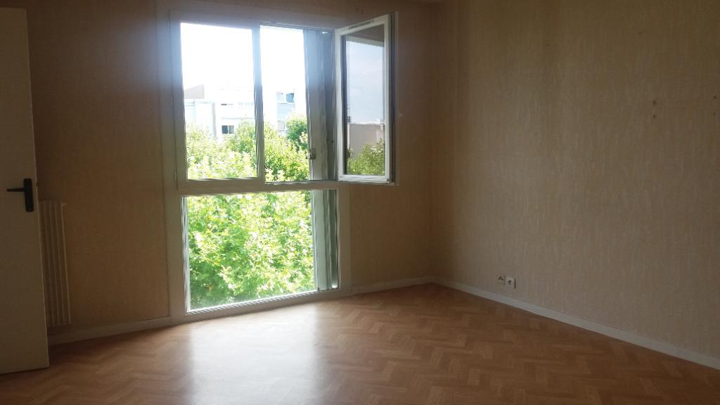 Appartement de 70 m² avec garage  a Châtillon sur seine 21400 cote d'or proche des écoles .