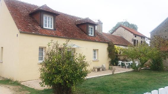 Belle maison de 140 m² avec garage de 55 m² et terrain clôt de 800 m²  a   Prusly sur ource
