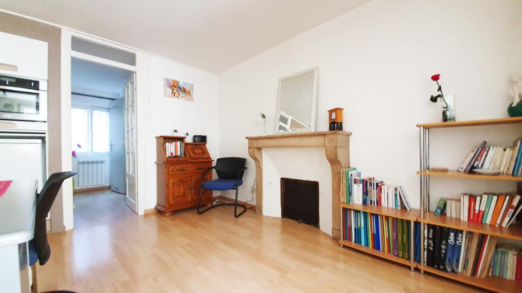 Maison renovee  a Montbard  21500 cote d'or de 60 m² proche des commerces et de la gare TGV