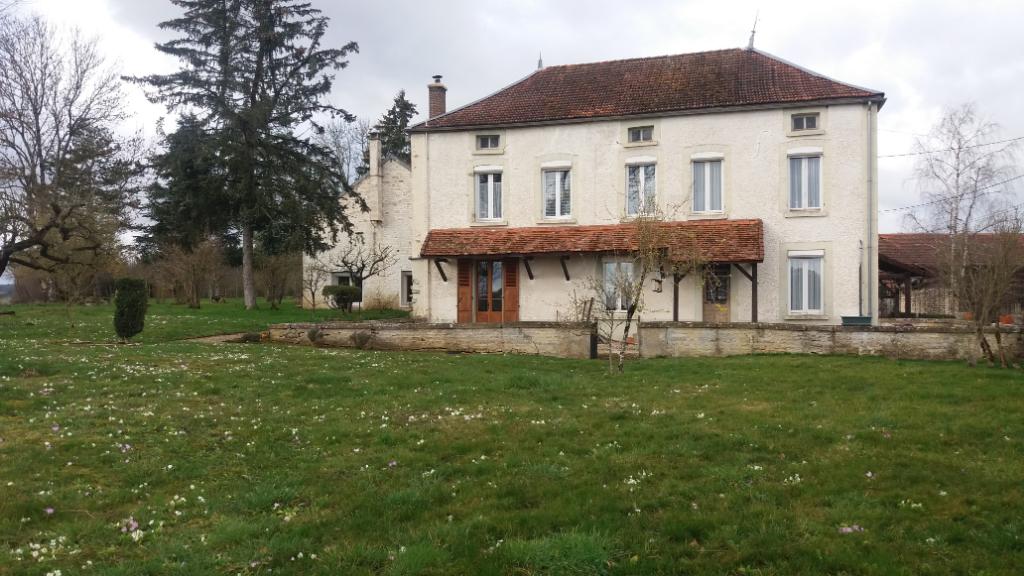 Propriété de 305 m² avec 4400 m² de terrain 89160 Yonne proche de Tonnerre et de Châtillon sur seine.