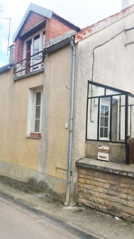 Maison Etrochey 3 pièce(s) 60 m2  sur  200 m² de terrain  clot et  petite dependance