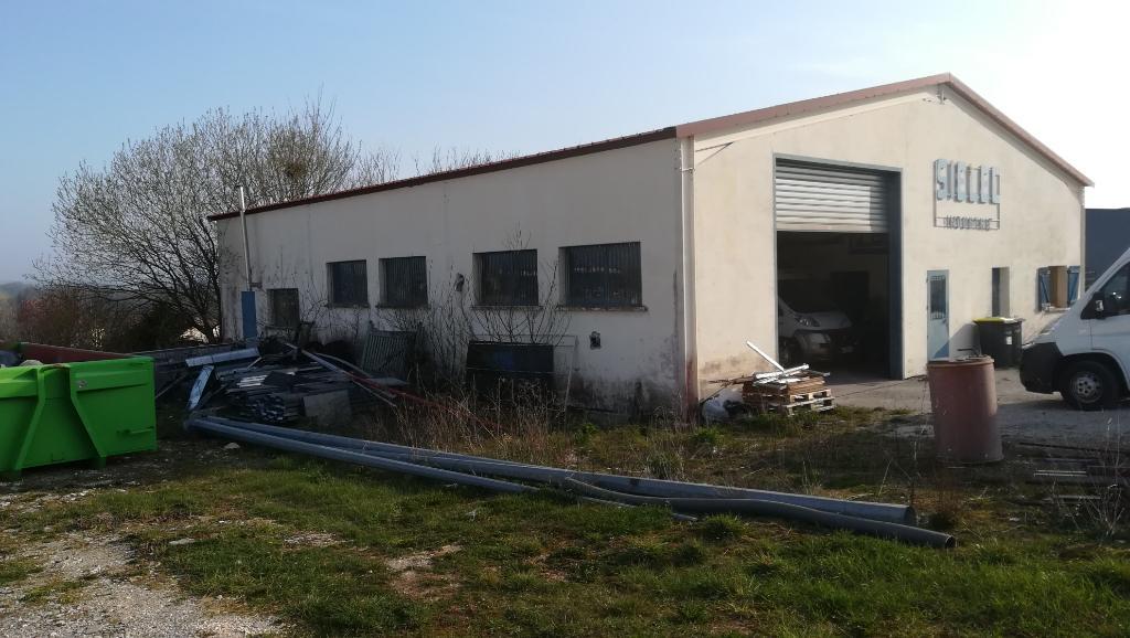 Entrepôt / local industriel 300 m² a  Sainte  Colombe Sur Seine  21400 cote d'or avec  1012 m² de terrain   construction 1988