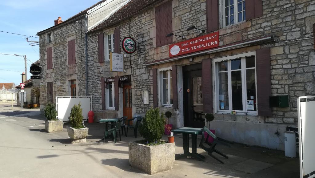 Bar Restaurant en activité plus maison habitation (9 pièces 300 m2), 21400  Coulmier Le Sec. Axe Châtillon-sur-Seine / Montbard  (TGV)