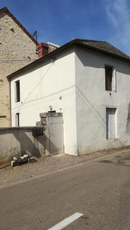 Maison de village rénové de 50m² avec cour et cave  21400 cote d'or   axe Châtillon Montbard