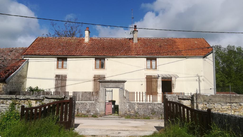 Maison de village , grange et terrain   avec   travaux 21400 Chamesson cote d'or