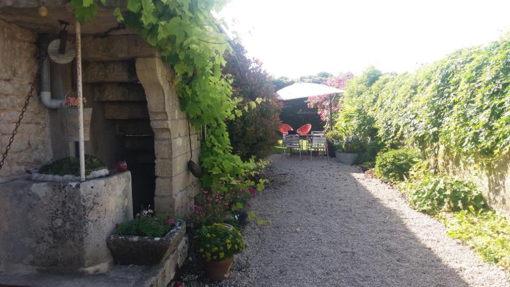 Maison en sortie de village 3 pièces sans travaux  21400  Puits    cote d'or avec terrain clos sur 333 m², idéalement située sur l'axe Châtillon-sur-Seine Montbard .