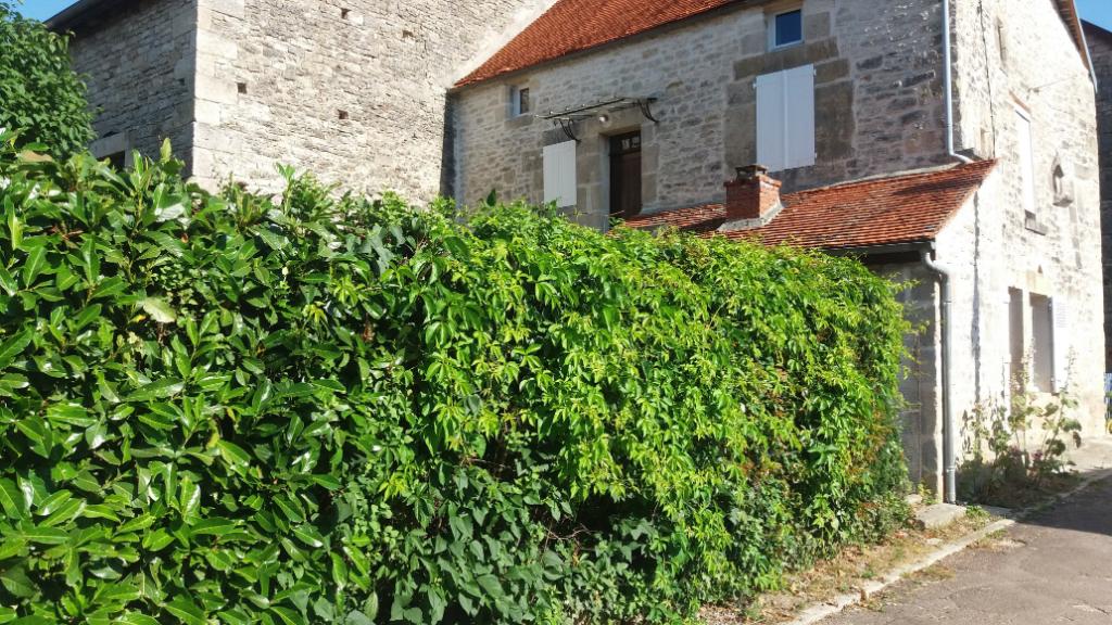 Maison 4 pièces avec terrain et dépendance, située à Aisey sur Seine  21400 cote d'or, village caractéristique du Chatillonnais (Cote d'Or).
