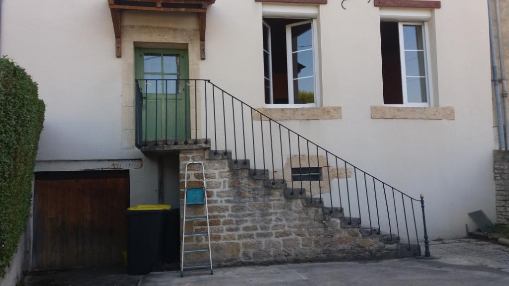 Maison   de 180m²  à Villers Patras  21400 cote d'or  avec dépendances et terrain.