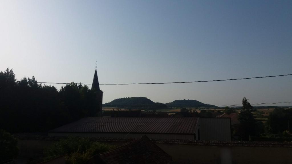 Petit corps de ferme  avec une habitation et dépendances proche de Châtillon sur seine 21400 cote d'or sur l 'axe de Troyes ou Chaumont