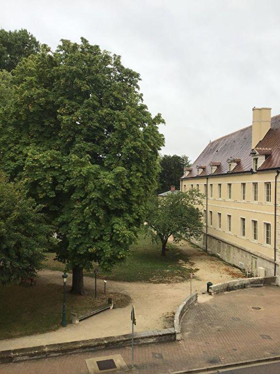 Châtillon-sur-seine 21400  en Côte d'or, Bel appartement centre ville de 59 m²  avec travaux.