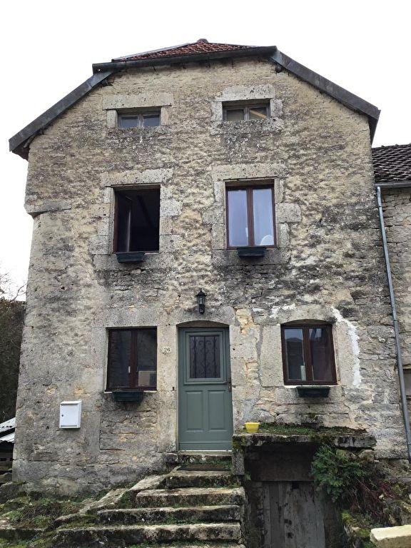 Brion-sur-Ource (21570 Côte-d'Or) - Maison 4 pièces  de 120 m² avec terrain et dépendances.