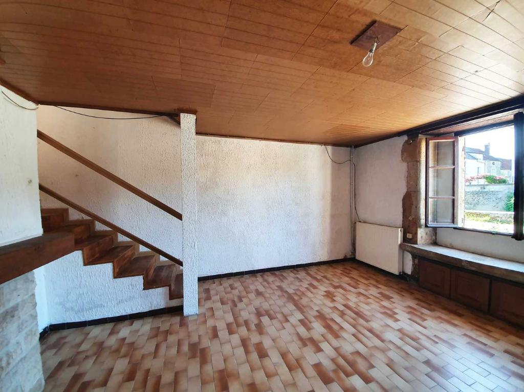 21290 Leuglay. Maison de village d'environs 75 m2  à rénover avec terrain non attenant de 270 m²,.