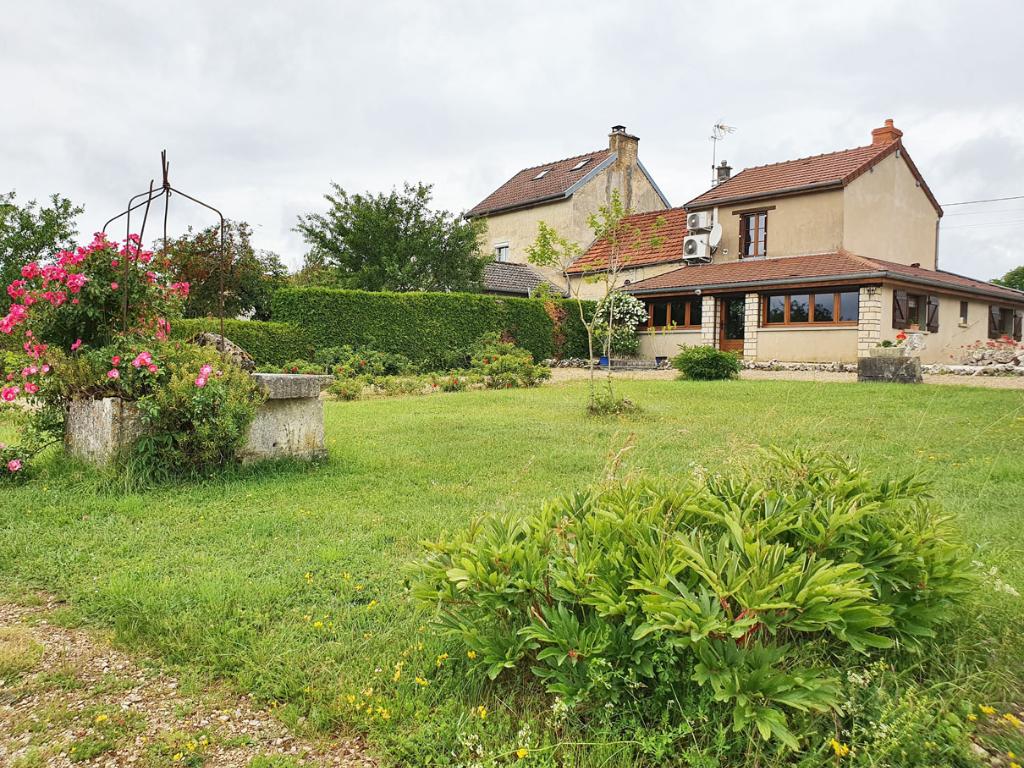 Saint germain le rocheux 21510 Maison de 95 m² avec terrain et dépendances, dans village pittoresque de Côte-d'Or (21).