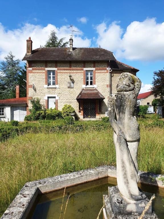 Maison bourgeoise XIXe avec terrain clos et dépendances, Châtillon-sur-Seine (21400 Côte-d'Or).