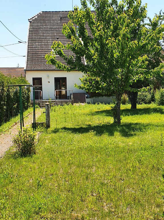 Gevrolles 21520 Côte-d'Or. Maison 5 pièces avec terrain clos et garage.