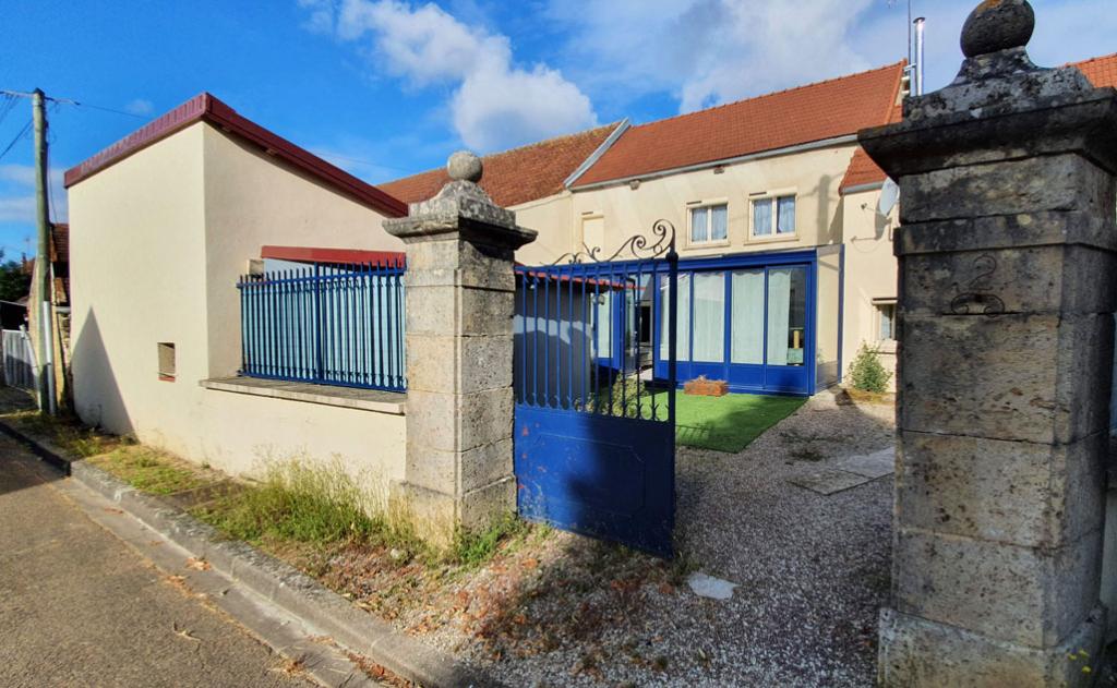 Senevoy-le-Bas (89 Yonne), Maison de village de 120 m², avec cour fermée garage et terrain non attenant.