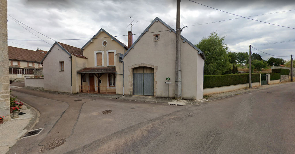 Buncey commune située à 5 mn de Châtillon-sur-Seine (21400), ensemble immobilier avec terrain et dépendances.