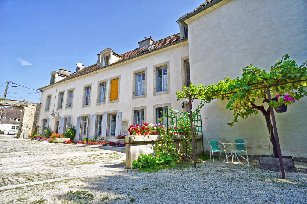 Châtillon-sur-Seine (21 Côte-d'Or), Demeure de caractère 12 pièces, 450 m² habitables en plein centre-ville..