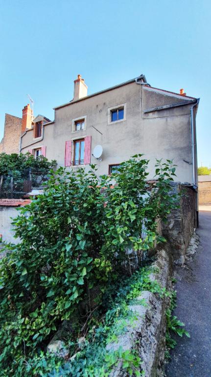 Centre-ville de Montard (21500 Côte d'Or), maison 7 pièces, 5 chambres, 140 m² habitables avec petite cour.