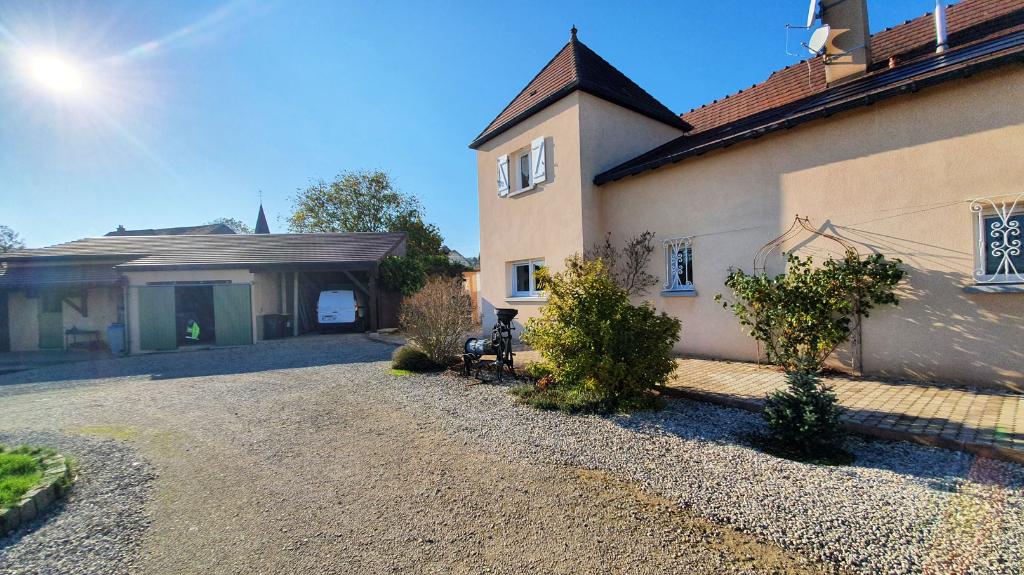 Proche Châtillon-sur-Seine (21400 Côte-d'Or), Maison d'environs 210 m² sur deux niveaux avec terrain clos et dépendances.