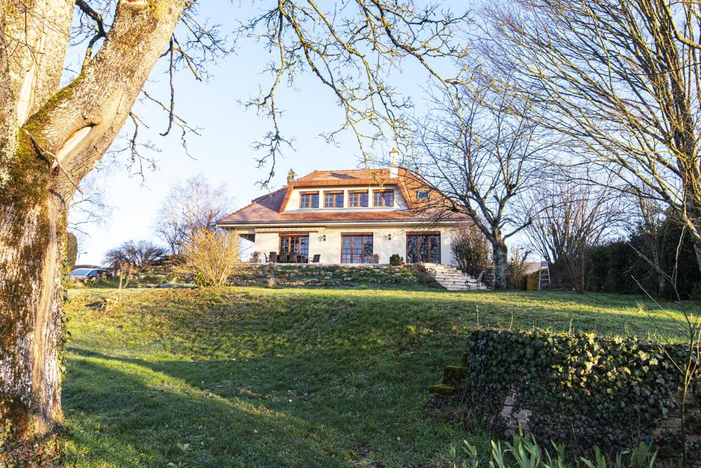 Châtillon-sur-Seine (21400 Côte-d'Or) Maison d'architecte 200 m², 8 pièces, 4 chambres avec terrain clos et garage.