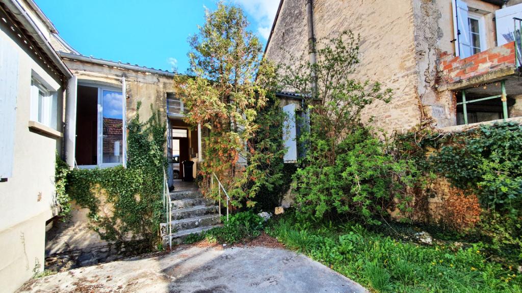 Châtillon-sur-Seine (21400 Côte-d'Or), maison de 79 m² avec cour intérieure à rénover comprenant :