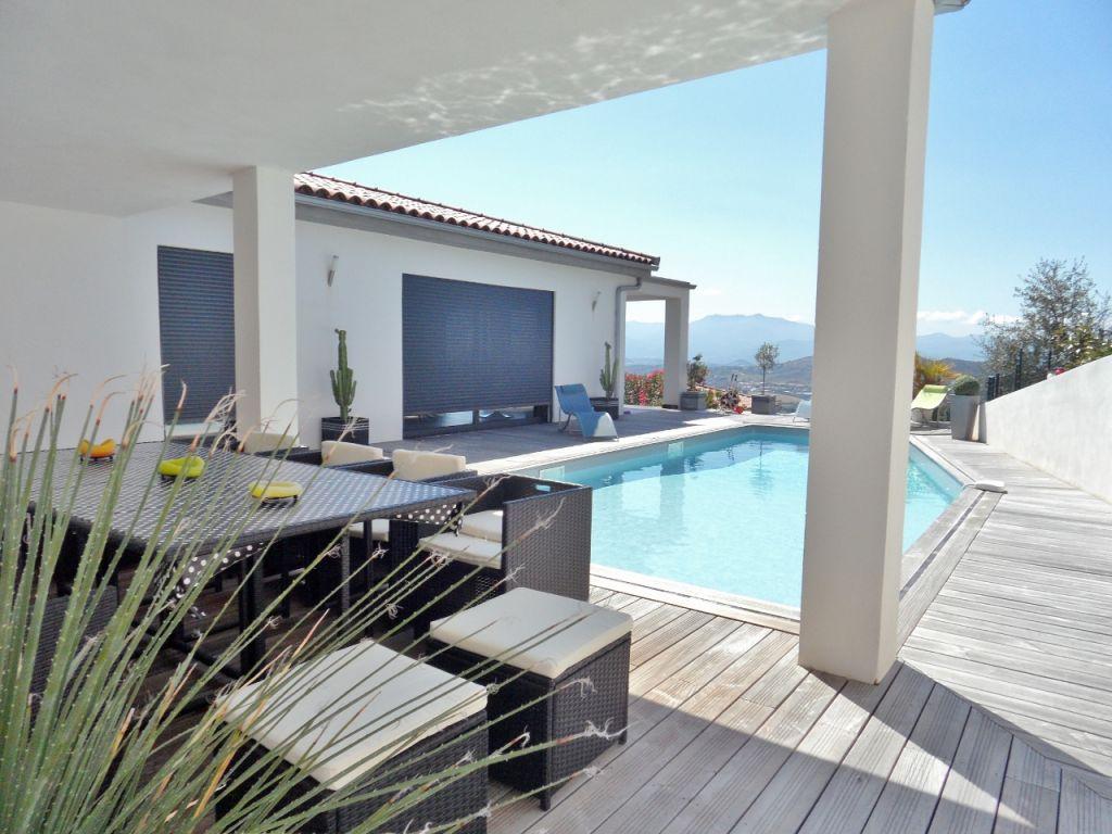 Proche AJACCIO Villa exceptionnelle avec piscine et vue mer