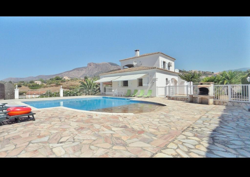 PROCHE AJACCIO Villa de charme avec piscine.