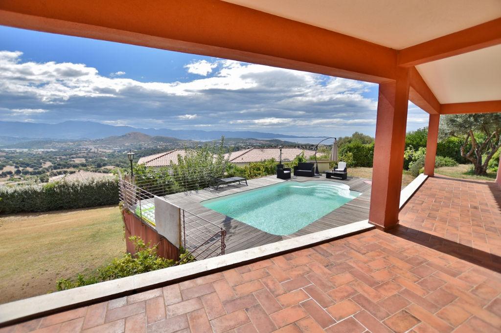 PROCHE AJACCIO Superbe villa vue mer + piscine
